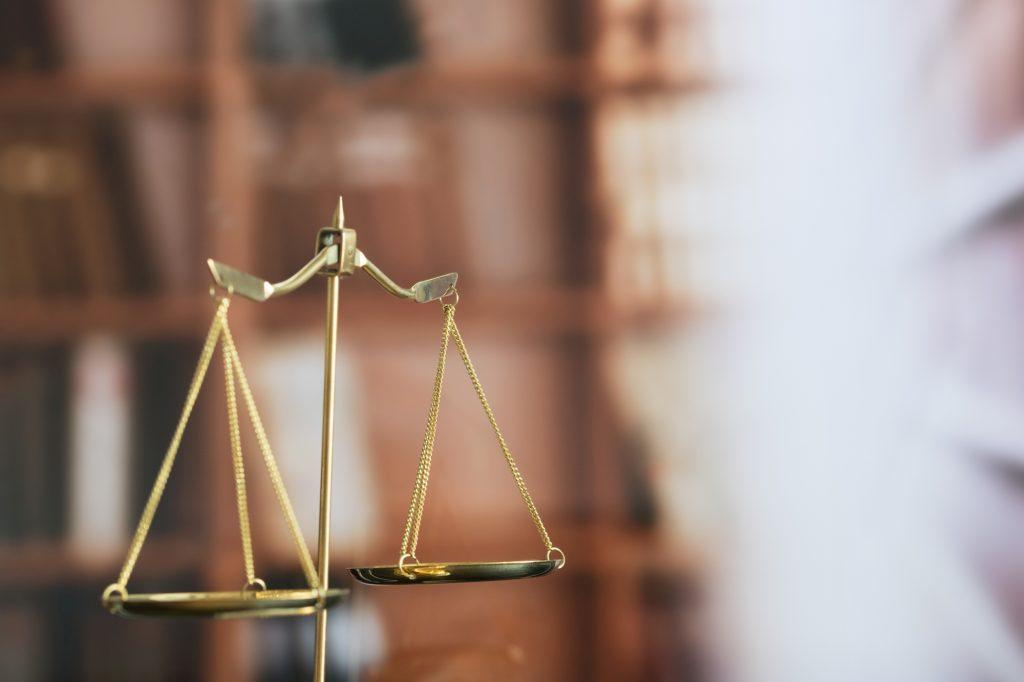 Regulacje prawne dotyczące służebności przesyłu. Prawo w Polsce.